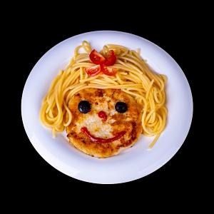 Спагетти с куриной котлетой